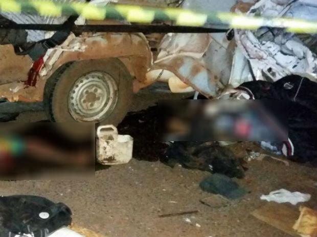 Acidente deixa oito pessoas mortas (Foto: G1)