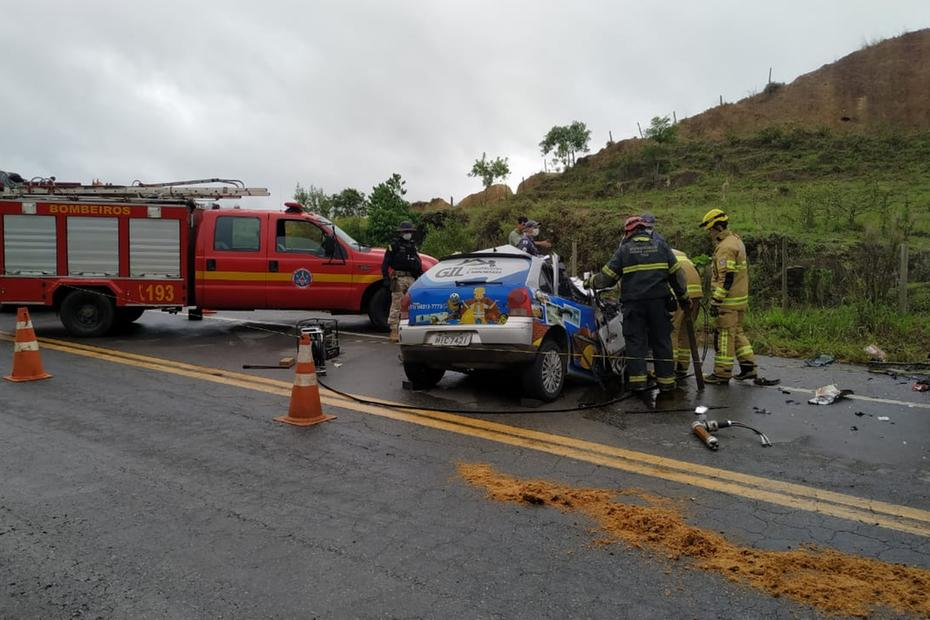 Quatro pessoas da mesma família morrem em acidente na BR-262, em Abre Campo - Foto: Divulgação/Corpo de Bombeiros'