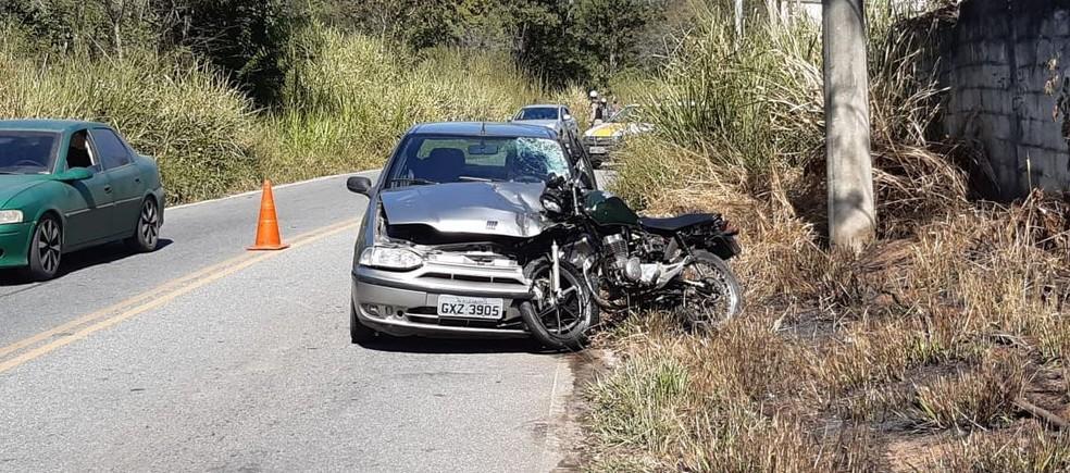 Uma pessoa morre e outra fica ferida em acidente na MG-020, em Santa Luzia - Foto: Divulgação/ Corpo de Bombeiros