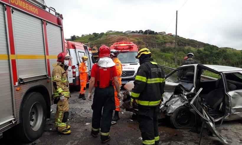 Nove pessoas ficam feridas em acidente na BR-381, em Sabará
