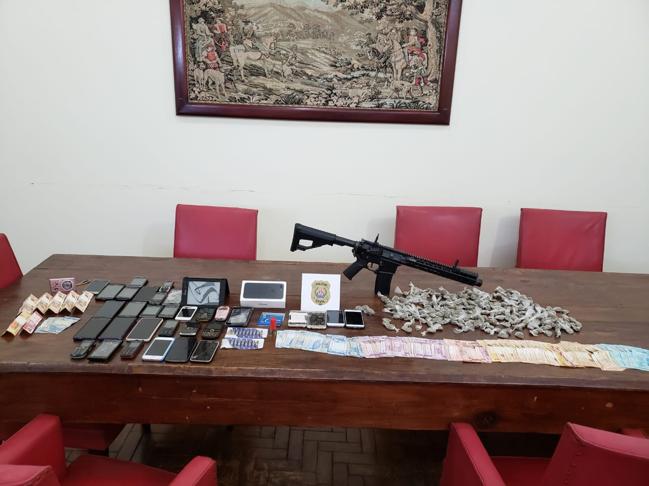 Três pessoas são presas em operação contra o tráfico de drogas em Curvelo - Foto: Divulgação/PCMG