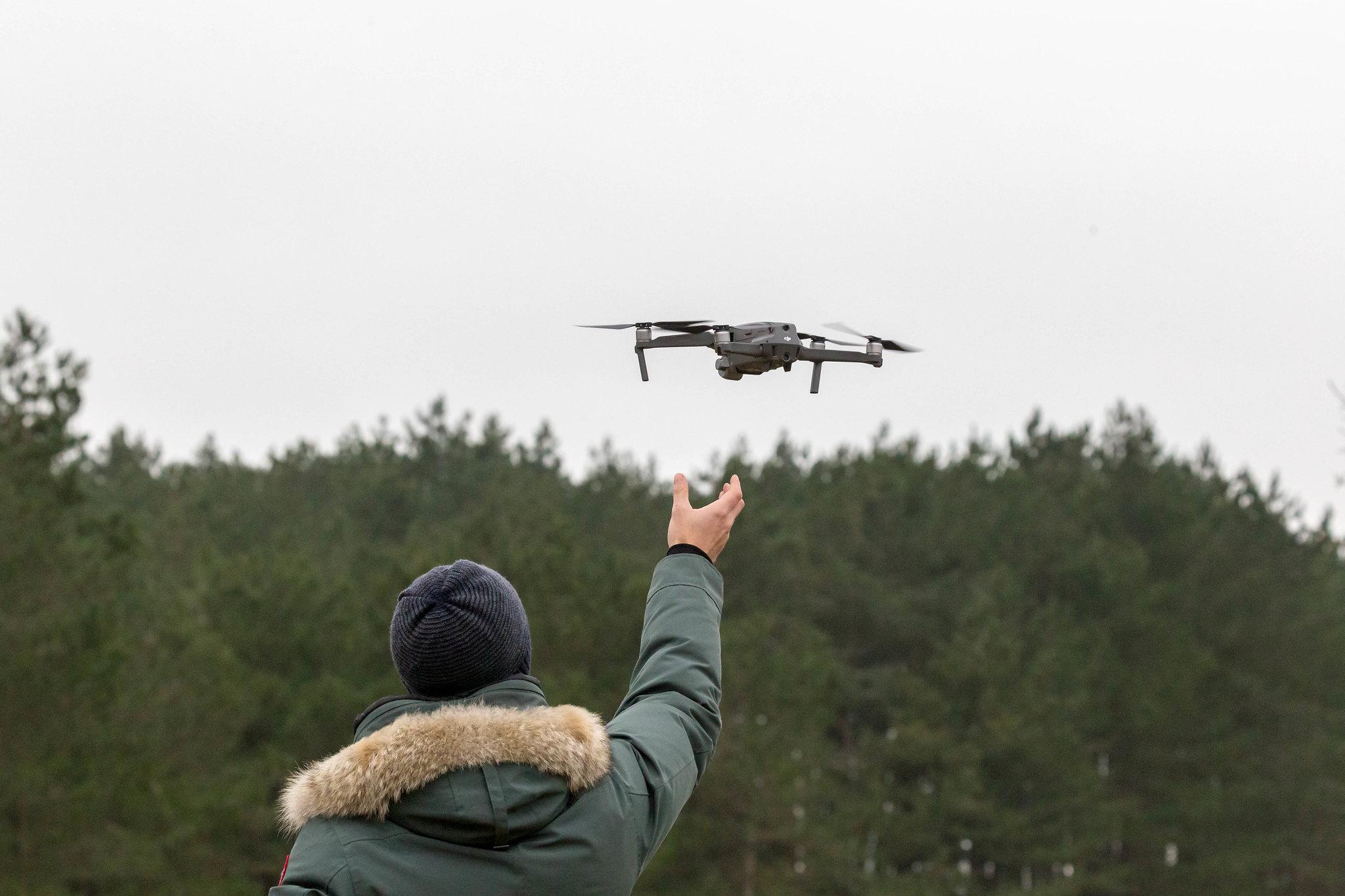"""Photo by Marco Verch/Creative Commons 2.0 """"Pilotar drones é um dos novos hobbies tecnológicos"""""""
