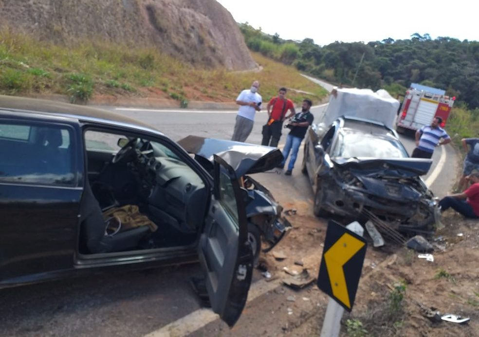 Duas pessoas ficam feridas em acidente na MG-329, em Caratinga - Foto: Gian Carlos Souza/Arquivo pessoal