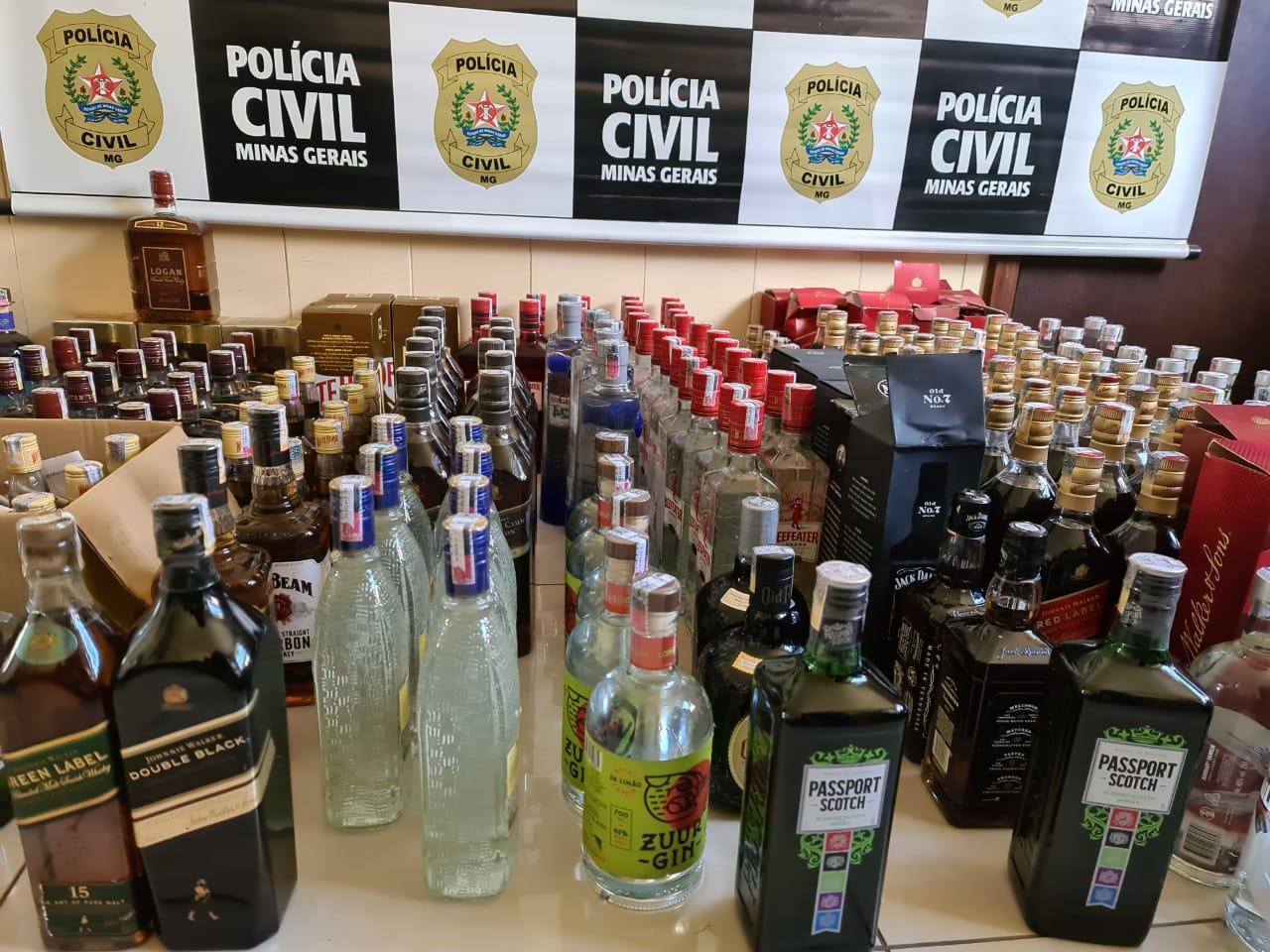 Polícia apreende centenas de bebidas com indícios de falsificação em BH - Foto: Divulgação/PCMG