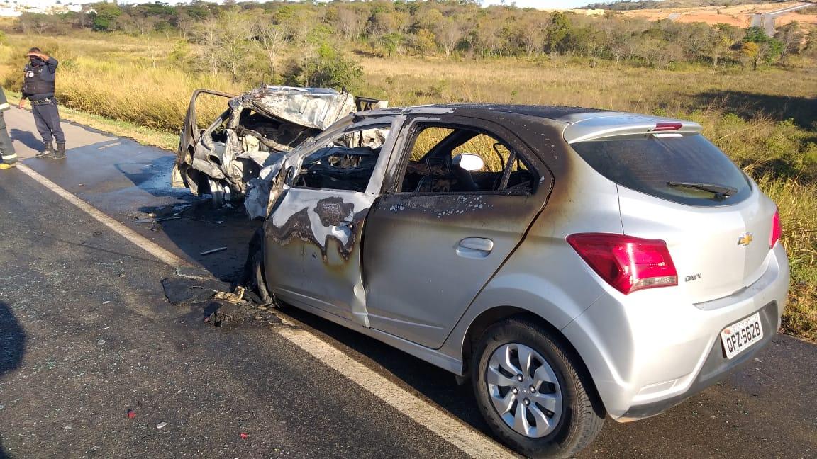 Quatro pessoas morrem em grave acidente na BR-262, entre Nova Serrana - Foto: Divulgação/Corpo de Bombeiros