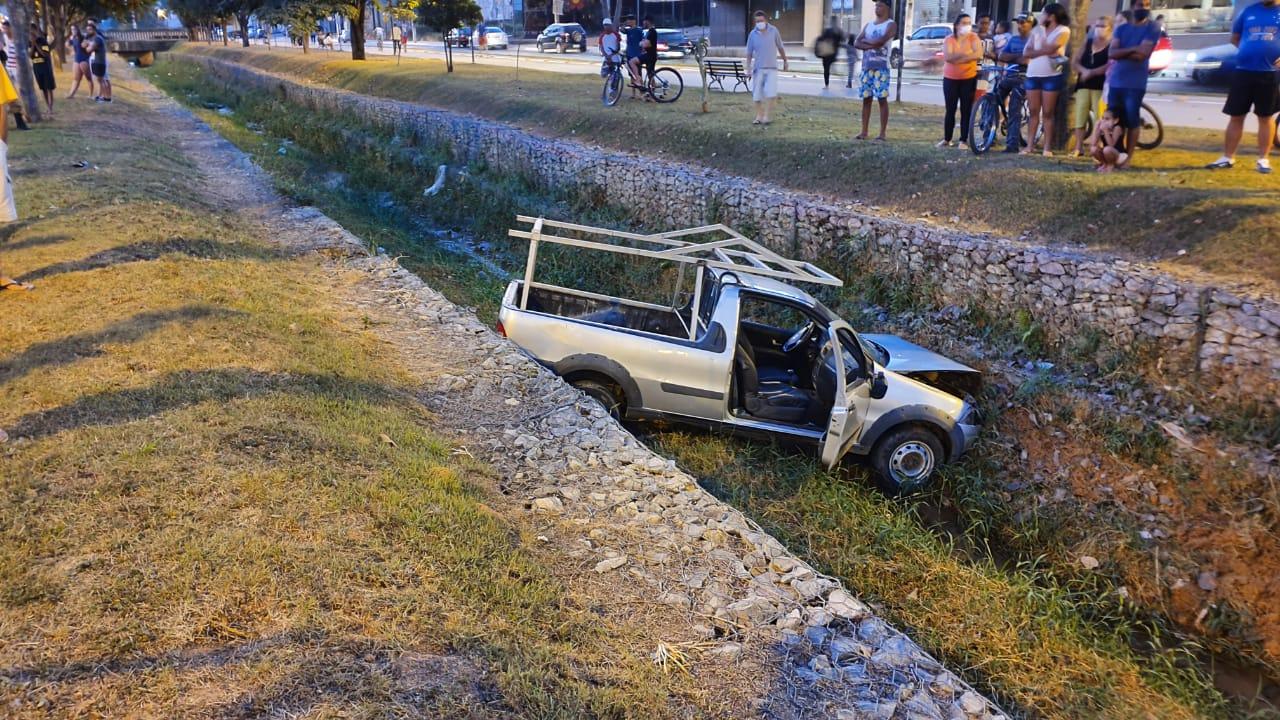 Ciclista fica ferido após ser atropelado por carro em Nova Serrana - Foto: Divulgação/Corpo de Bombeiros