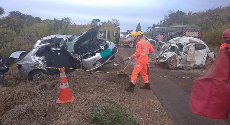 Três pessoas morrem em grave acidente na BR-354, em São Gotardo - Foto: Divulgação/Polícia Militar Rodoviária
