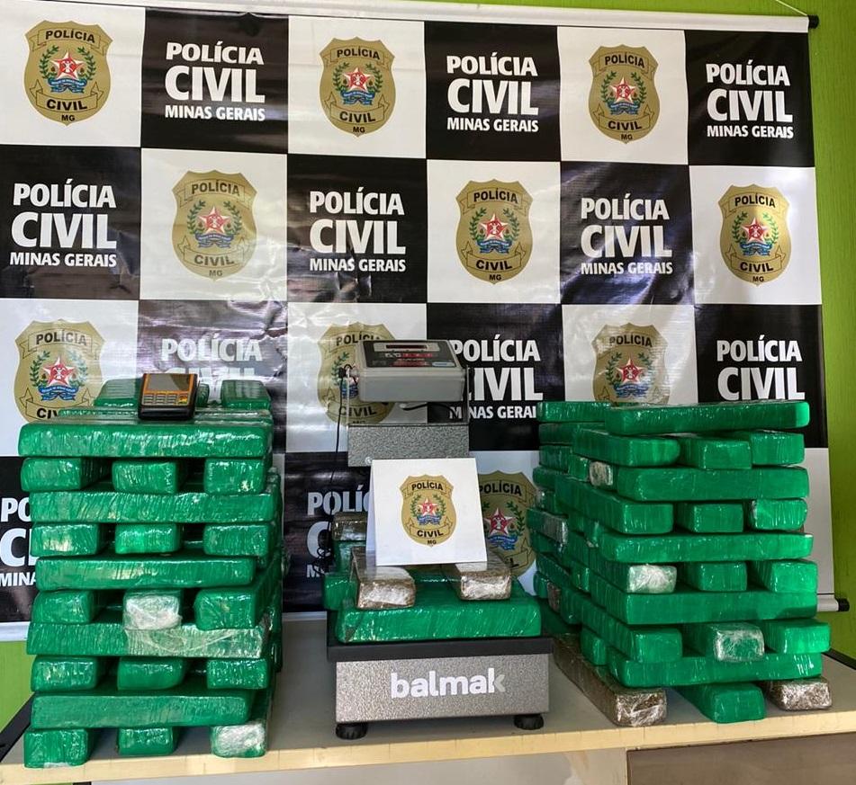 Dupla é presa com 125 barras de maconha em Belo Horizonte