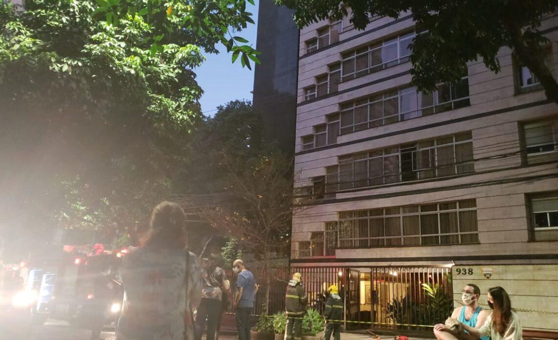 Apartamento pega fogo com casal de idosos no Funcionários, em BH - Foto: Divulgação/CBMMG