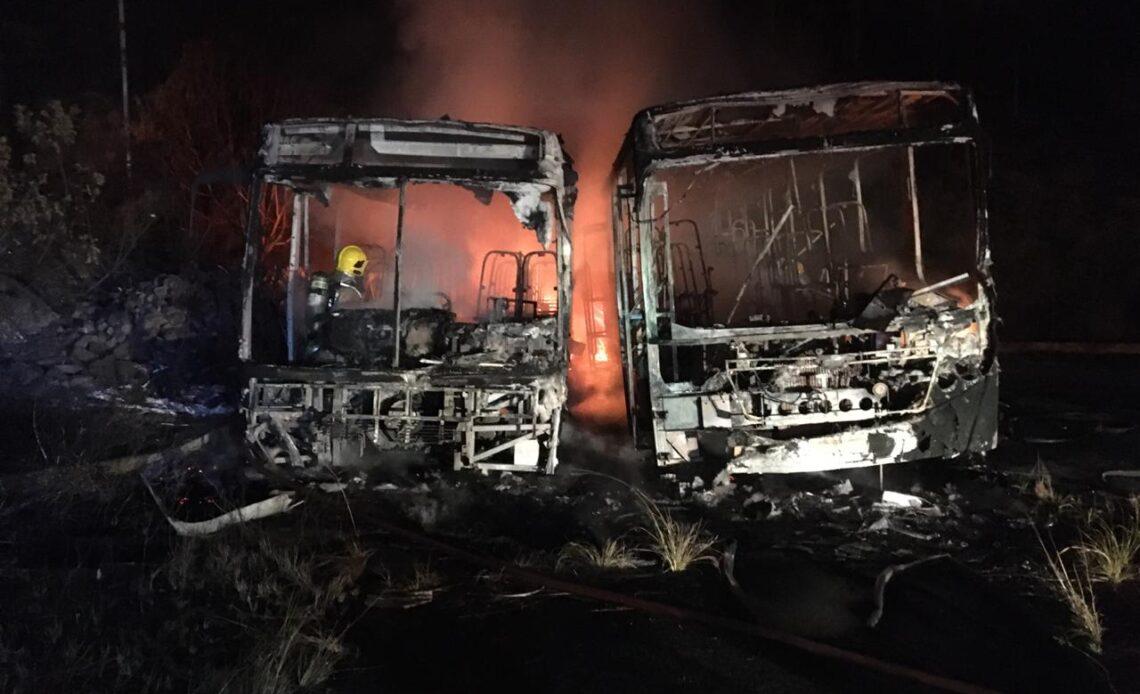 Dois ônibus ficam destruídos em incêndio em Juiz de Fora - Foto: Divulgação/Corpo de Bombeiros