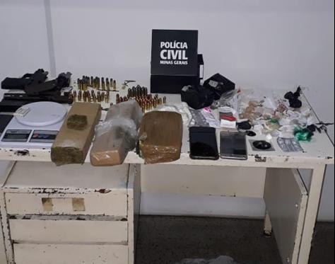 PC prende suspeito de tráfico de drogas e posse ilegal de arma de fogo - Foto: Divulgação/PCMG