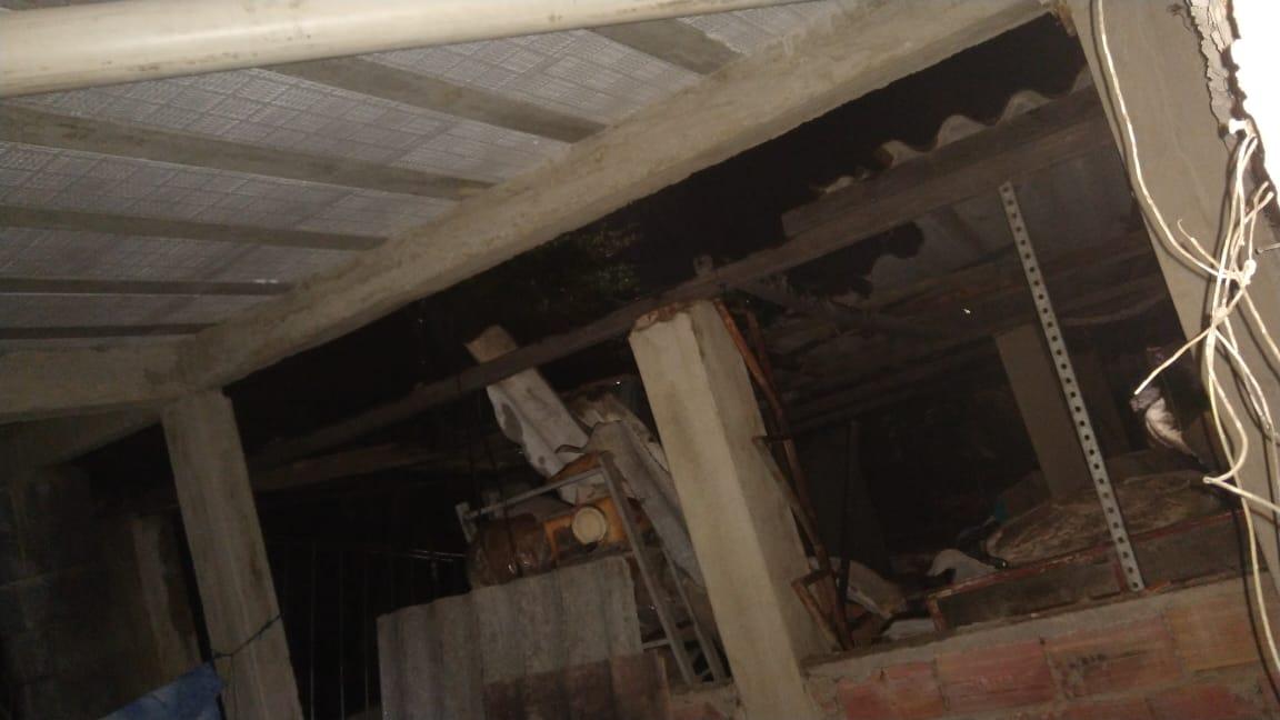 Tempestade e ventaria derrubam paredes de imóvel no Pompeia, em BH - Foto: Divulgação/Corpo de Bombeiros