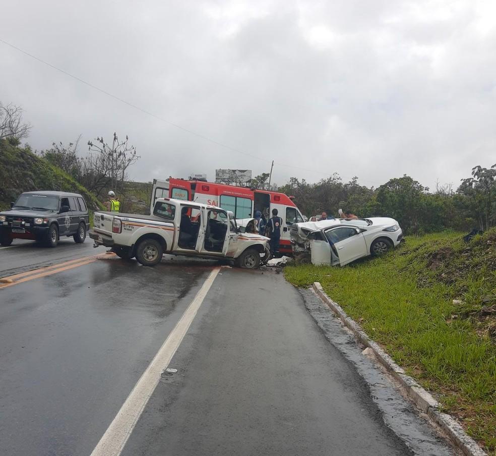Cinco pessoas morrem em acidente entre carro de passeio e viatura da polícia na MG-050 em Capitólio - Foto: PMR/Divulgação