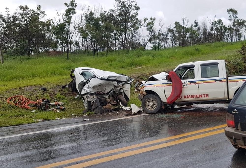 Cinco pessoas morrem em acidente entre carro de passeio e viatura da polícia na MG-050 em Capitólio - Foto: Corpo de Bombeiros/Divulgação