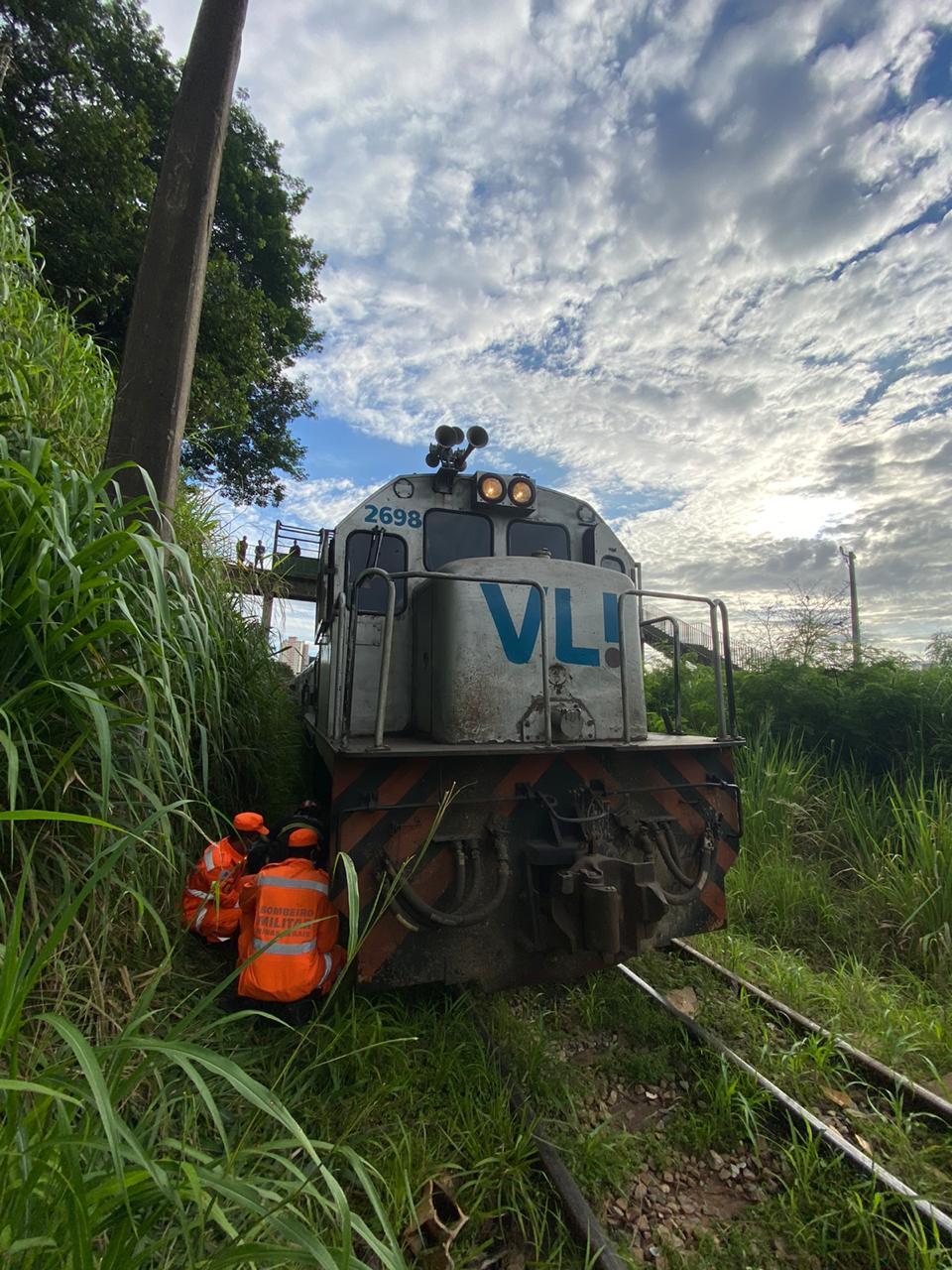 Homem tem perna amputada após ser atropelado por trem no bairro Vista Alegre, em BH - Foto: Divulgação/Corpo de Bombeiros