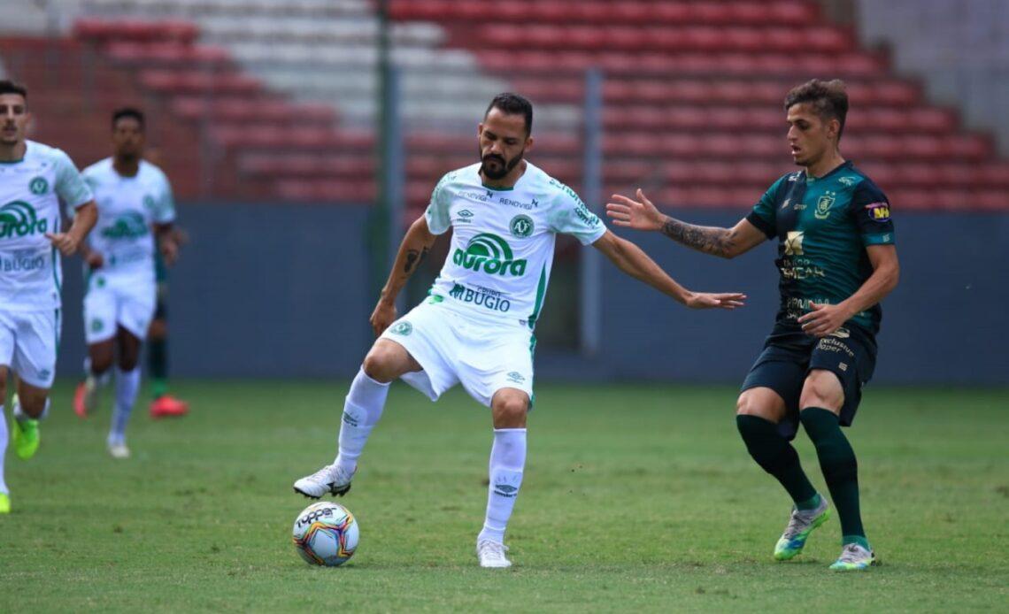 Chapecoense empata com América-MG e mantém a liderança - Foto: Márcio Cunha/ACF