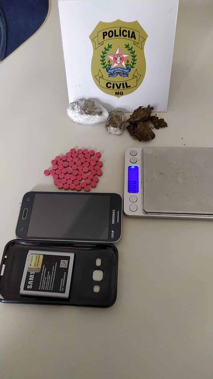 Polícia prende suspeito e apreende drogas em Alfenas - Foto: Divulgação/PCMG