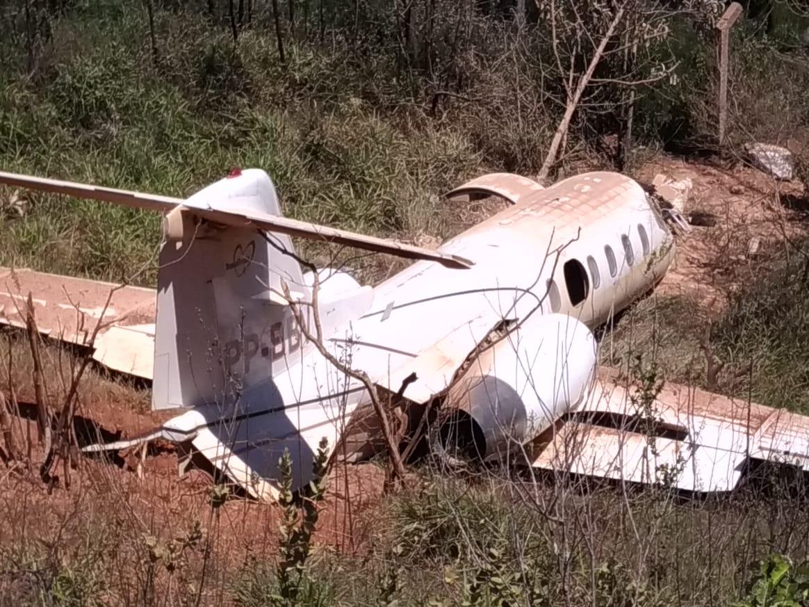 Aeronave de pequeno porte cai durante pouso em aeroporto de Diamantina - Foto: Divulgação/Corpo de Bombeiros