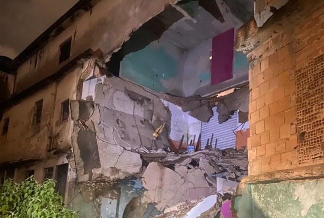 Casas desabam no aglomerado Cabana do Pai Tomás, em BH, desabam durante chuva - Foto: Divulgação/Corpo de Bombeiros