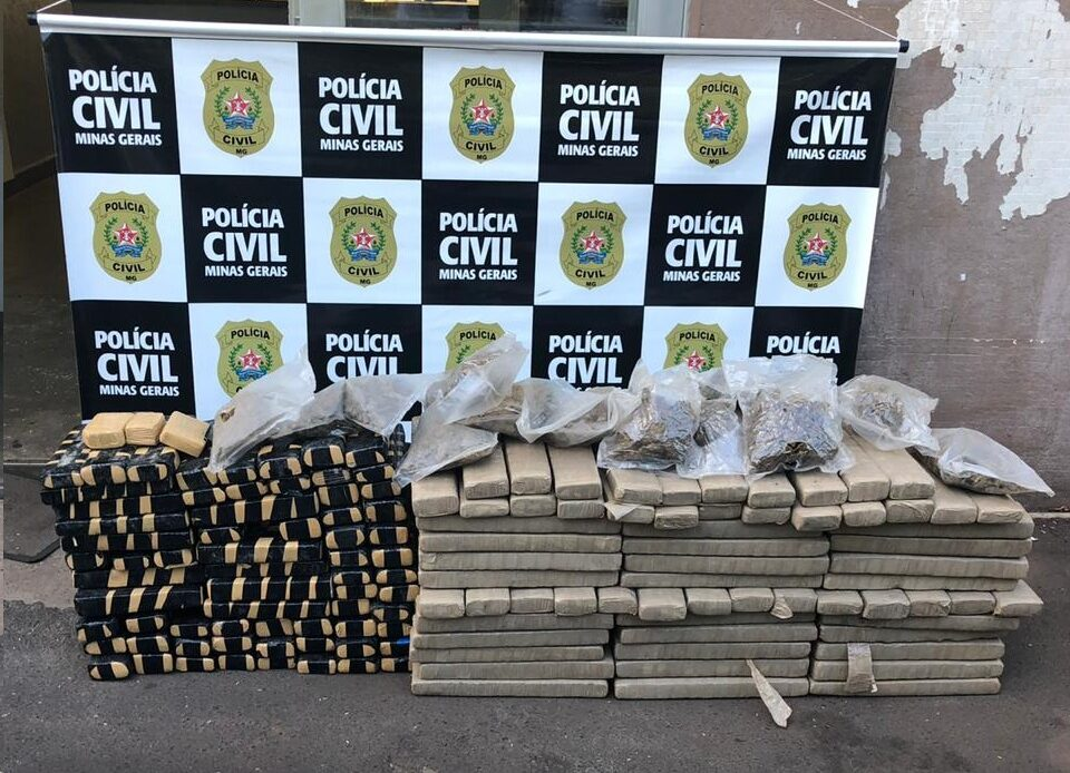 Duas pessoas são presas e apreende 250 quilos de drogas apreendidas em Uberaba - Foto: Divulgação/PCMG