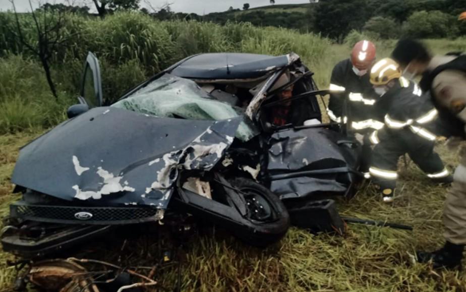Mulher morre e duas pessoas ficam feridas em acidente no trevo de Boa Esperança - Foto: Divulgação/Corpo de Bombeiros