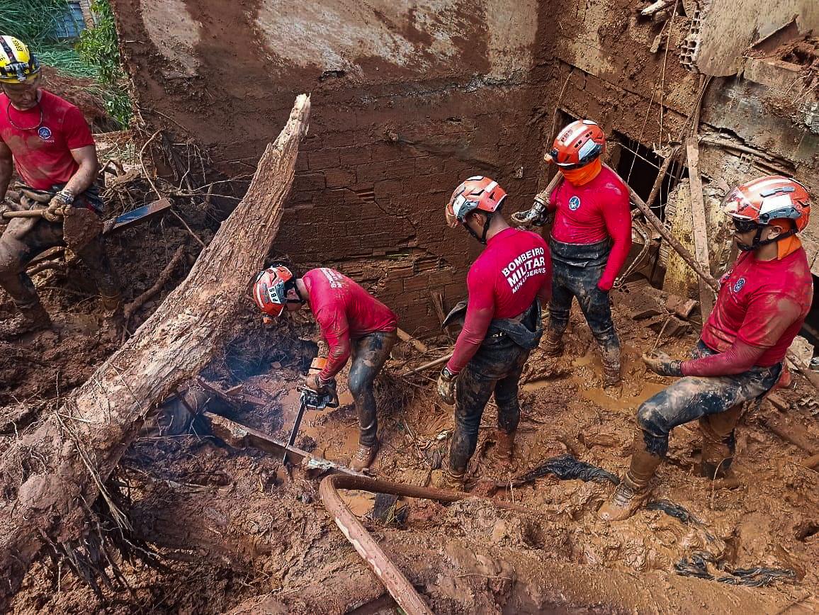 Bombeiros acham corpo de garoto soterrado em Santa Maria de Itabira - Foto: Divulgação/Corpo de Bombeiros