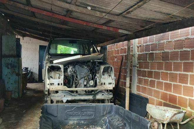 Polícia estoura desmanche clandestino de veículos em Juiz de Fora - Foto: Divulgação/PCMG