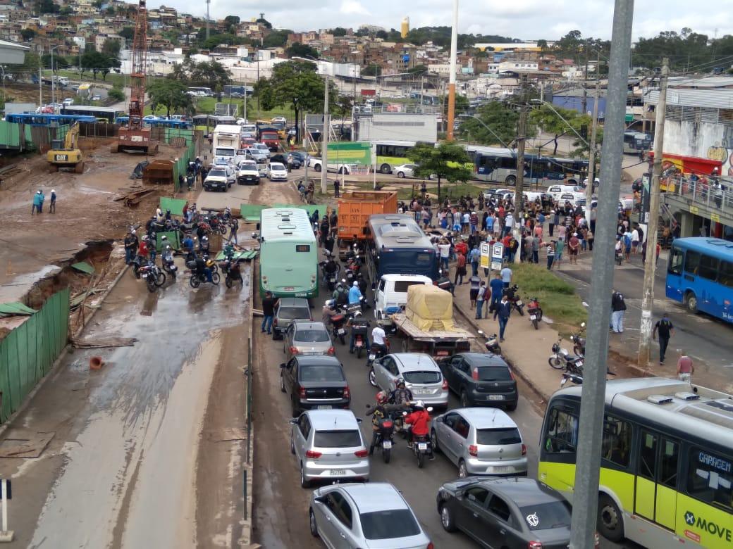 Manifestação durante a manhã no bairro Primeiro de Maio, em BH - Foto: Elberty Valadares/Por Dentro de Minas