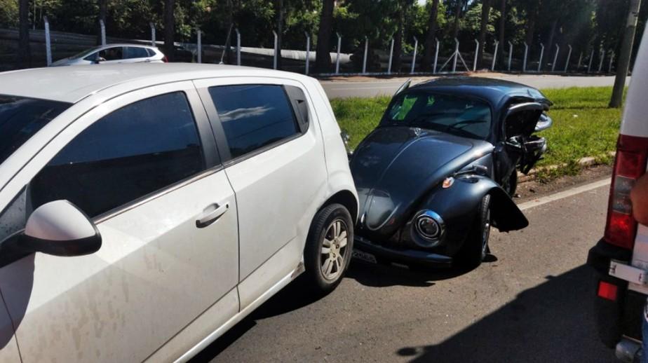 Uma pessoa morre em acidente entre três carros em Poços de Caldas - Foto: Divulgação/Corpo de Bombeiros