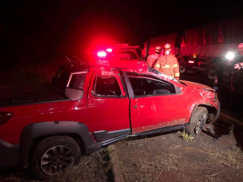 Acidente com carro mata mulher na MGC-154, em Ituiutaba - Foto: Divulgação/Corpo de Bombeiros