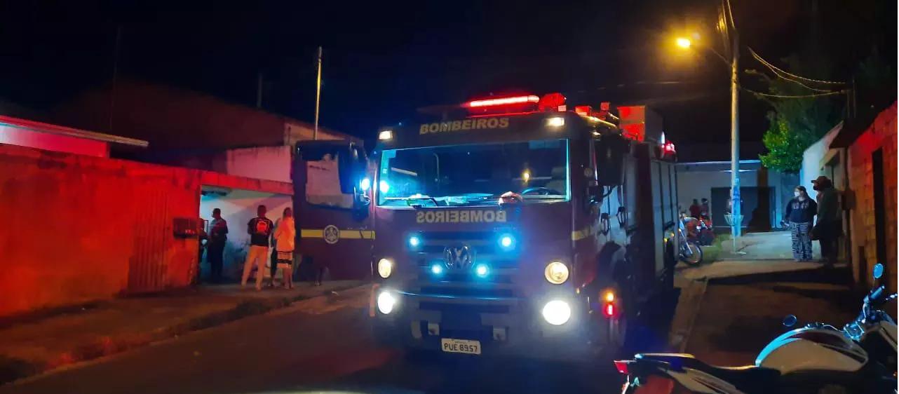 Taxista morre após ser prensado pelo próprio carro durante conserto em Araxá - Foto: Divulgação/Corpo de Bombeiros