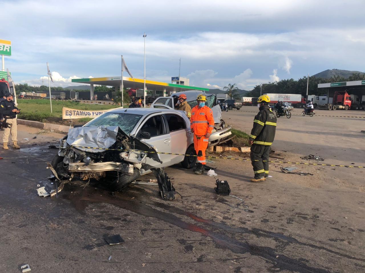 Duas pessoas morrem em acidente na BR-381, no trevo de Ravena, em Sabará - Foto: Divulgação/Corpo de Bombeiros