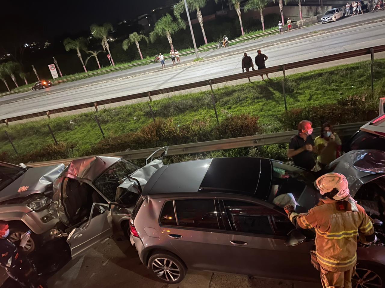 Homem morre após ser atingido por caminhonete dirigida por adolescente na MG-10, em BH - Foto: Divulgação/Corpo de Bombeiros