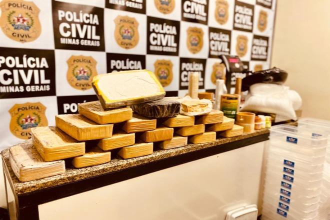 Polícia estoura laboratório de refinamento de drogas e prende suspeitos em Juiz de Fora - Foto: Divulgação/PCMG