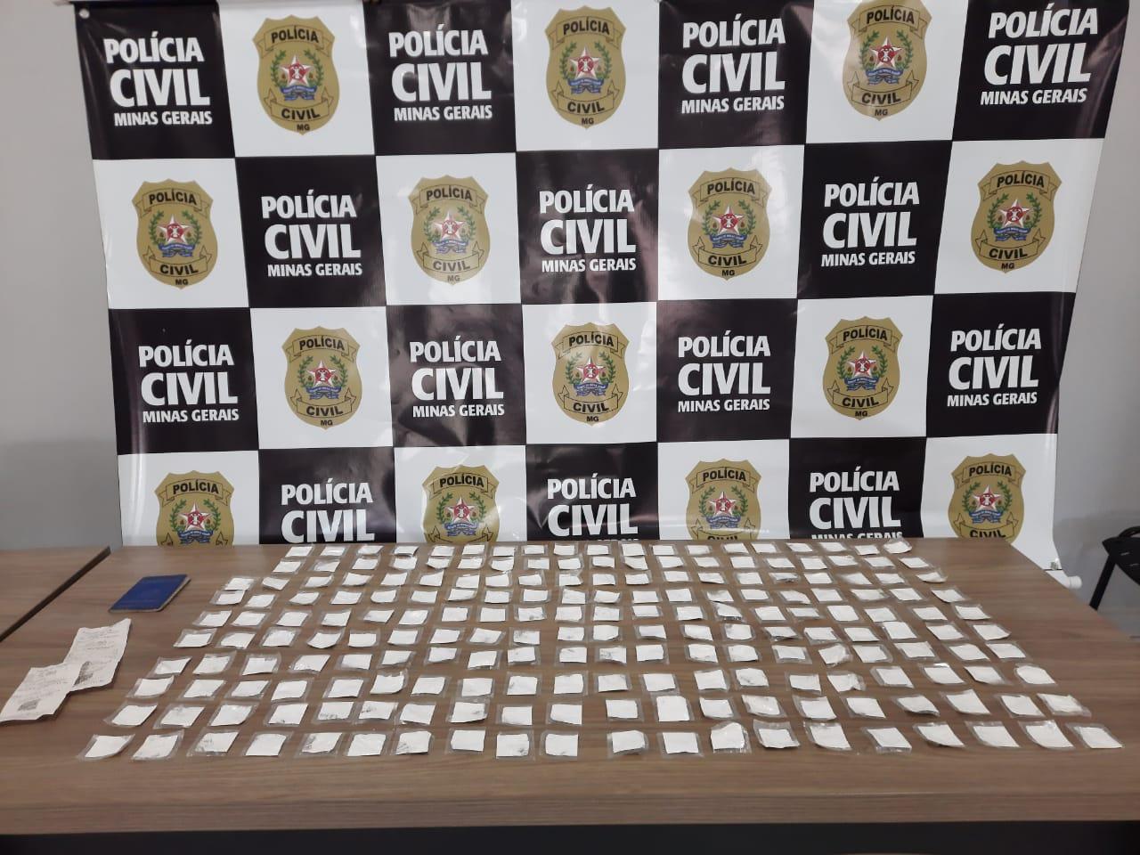 Mulher é presa com quase 200 papelotes de cocaína em Cambuí - Foto: Divulgação/PCMG