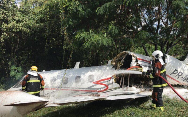 Avião cai no Aeroporto da Pampulha, em Belo Horizonte - Foto: Divulgação/CBMMG