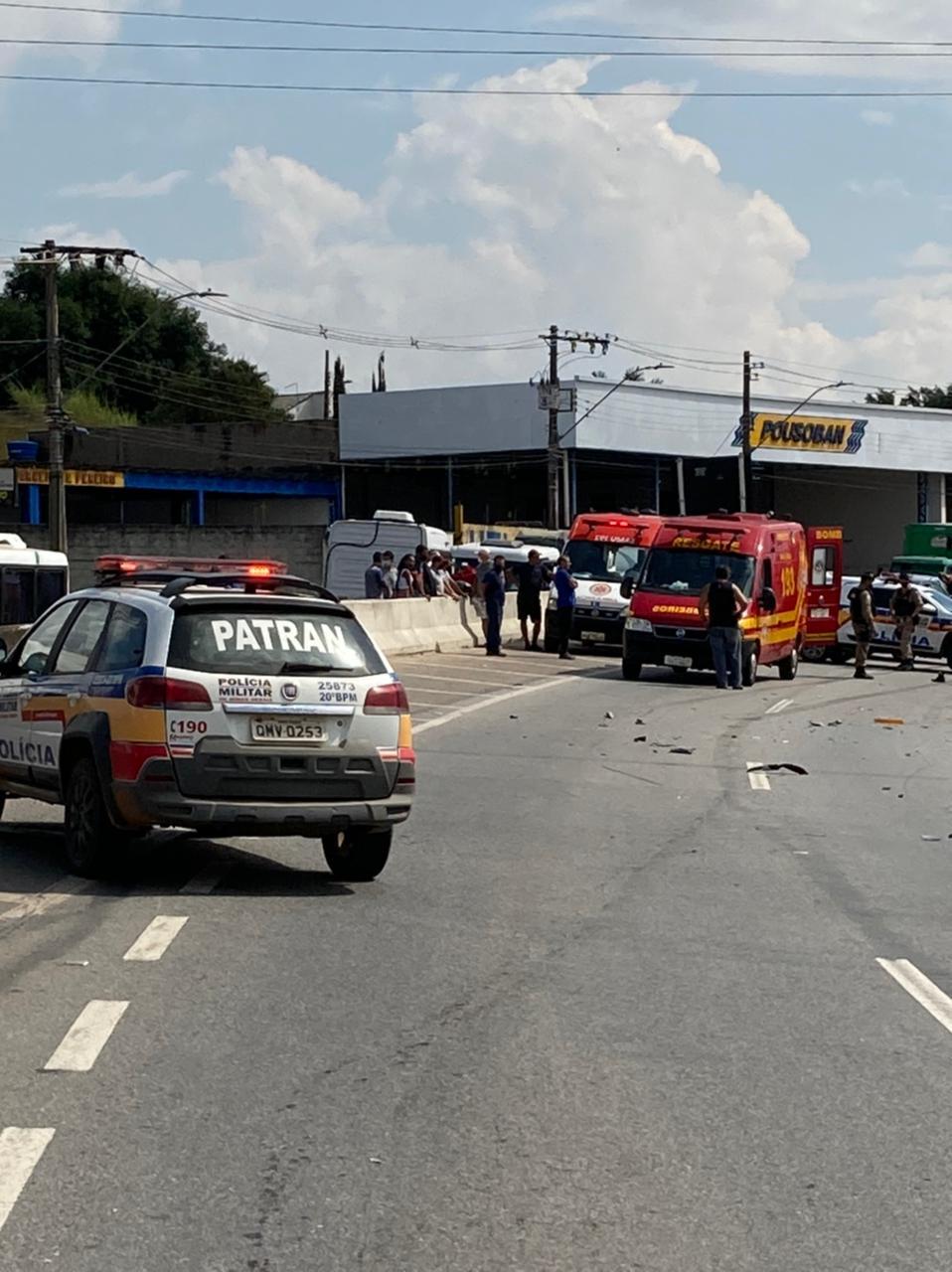 Motociclista entra na contramão e bate de frente com caminhonete na BR 459 em Pouso Alegre - Foto: Divulgação/Corpo de Bombeiros
