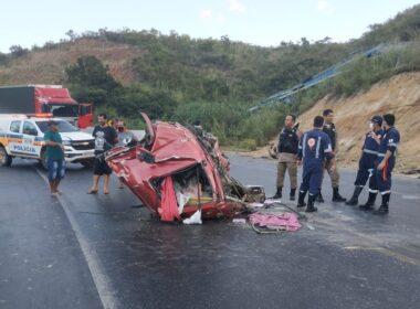 Motorista de cegonheira morre após ser arremessado em acidente na BR-251, em Francisco Sá - Foto: Divulgação/Corpo de Bombeiros