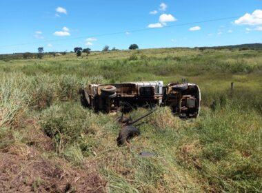 Motorista morre após caminhão tomba na BR-251, em Francisco Sá - Foto: Divulgação/CBMMG
