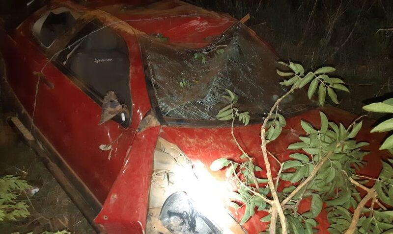 Motorista capotar carro e ser arremessado na BR-251, em Grão Mogol - Foto: Polícia Rodoviária Federal/Divulgação