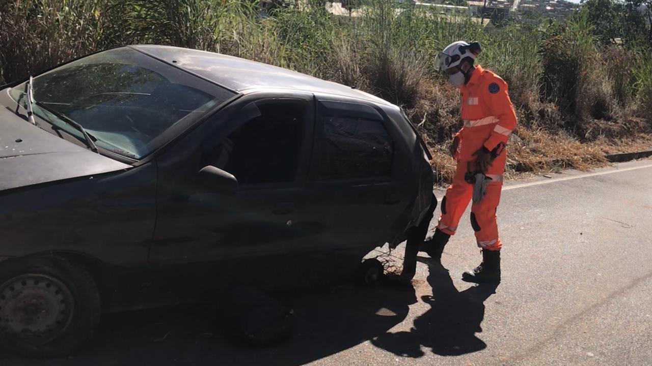 Duas pessoas morrem após serem lançadas para fora do carro na BR-040, em Ribeirão das Neves - Foto: Divulgação/Corpo de Bombeiros