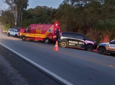 Mulher morre em batida entre carro e caminhão na BR-494, em Nova Serrana - Foto: Corpo de Bombeiros/Divulgação