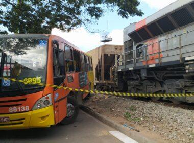 Cinco pessoas ficam feridas após ônibus ser arrastado por trem em Betim, na Grande BH - Foto: Divulgação/Corpo de Bombeiros