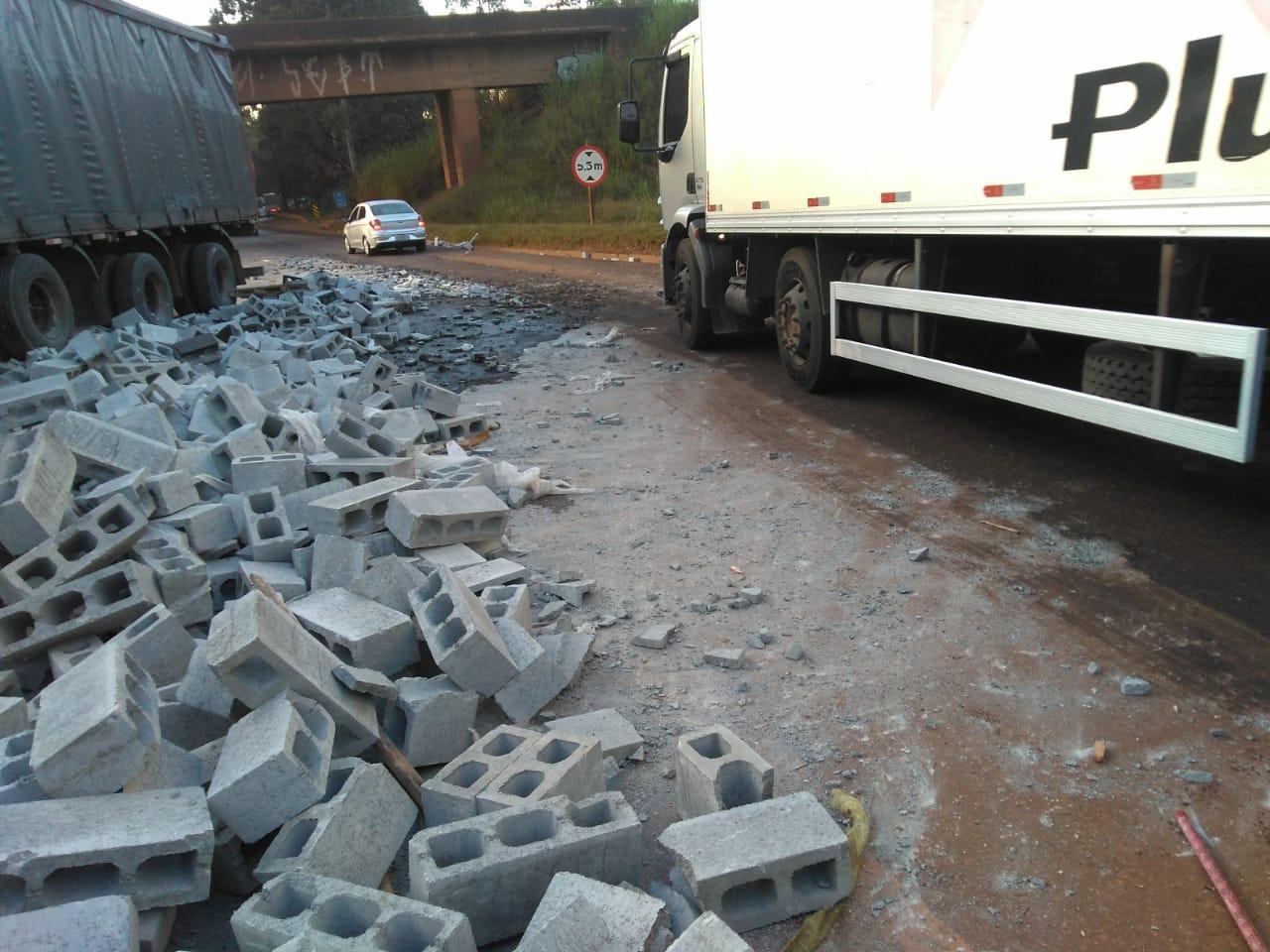 Acidente mata uma pessoa e deixa outra ferida na BR-040, em Ouro Preto - Foto: Divulgação/Via 040