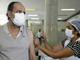Prefeito Alexandre Kalil recebe vacina contra a Covid-19 em Belo Horizonte - Foto: Amira Hissa/PBH