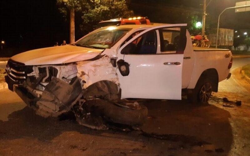 Condutor embriagado é preso após bater em árvore, em Montes Claros - Foto: Divulgação/PMMG