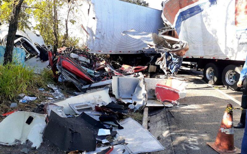 Três pessoas morrem em acidente na BR-135, em Joaquim Felício - Foto: Polícia Militar Rodoviária/Divulgação