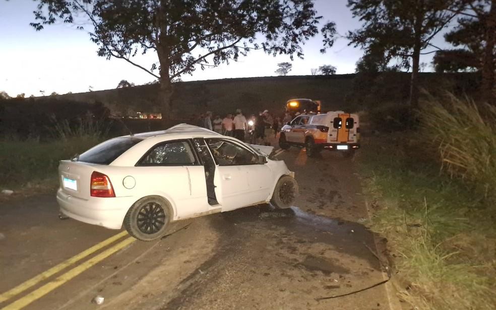 Homem morre e cinco ficam feridas após acidente na LMG-849, entre Campos Gerais e Campo do Meio - Foto: Divulgação/Corpo de Bombeiros