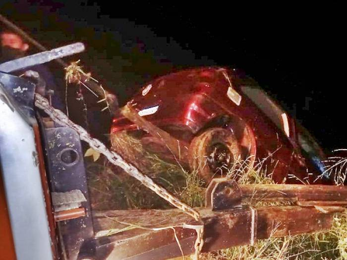 Casal e criança de 7 anos morrem após carro cair no Rio Carangola na MG-265 - Foto: Rádio Muriaé/Paulo Roberto da Rádio