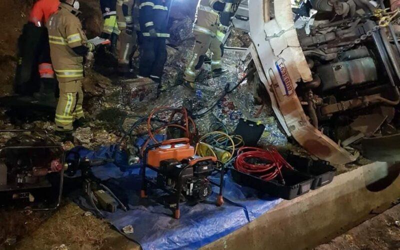 Motorista morre depois de tombar caminhão na BR-381, em Brumadinho - Foto: Reprodução/Redes Sociais